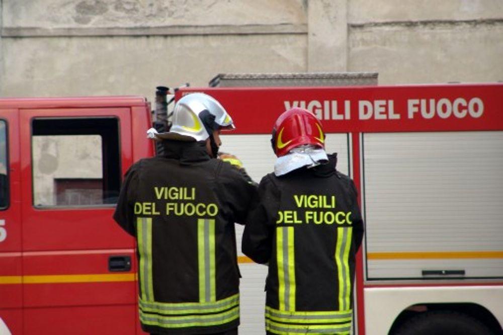 Taranto. Incendio in citta. Una grossa nube di fumo si sta propagando