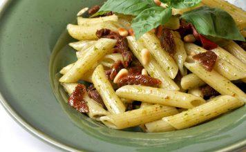 Torricella. La pasta fredda con burrata, prosciutto e origano