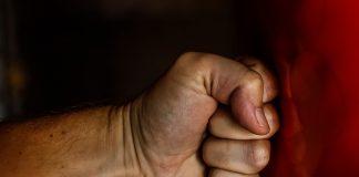 Taranto. Denuncia il figlio violento che le aveva venduto persino il letto