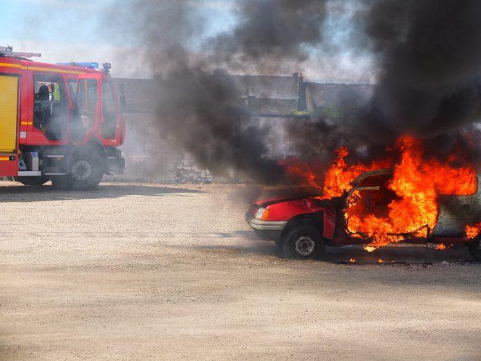 Avetrana. Scoppiato incendio auto distrutta e danni al centro abitato