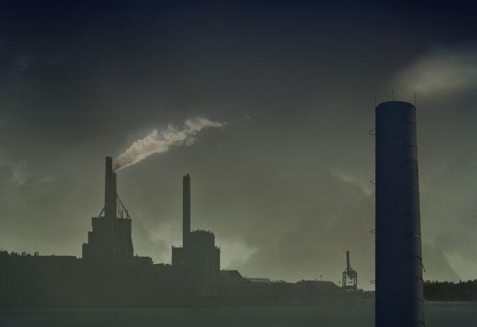 Taranto. Emissioni di sostanze inquinanti dalla raffineria ENI e Borraccino ha avvisato il Dipartimento Ambiente