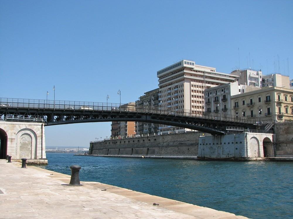 Taranto. Ponte girevole. Il Senatore Luigi Vitale chiede un intervento
