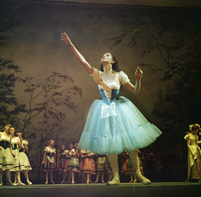 Taranto. Premio Internazionale di Danza classica diretto da Roberta Di Laura