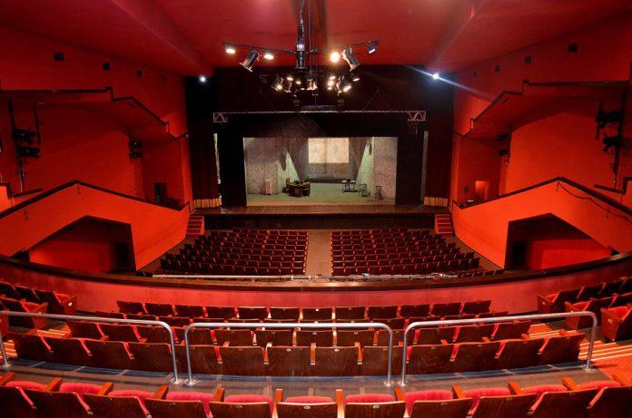 Taranto. A teatro con