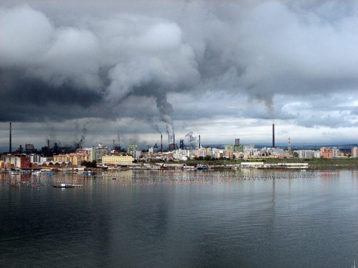 Taranto. Protesta delle mamme per gas radioattivo