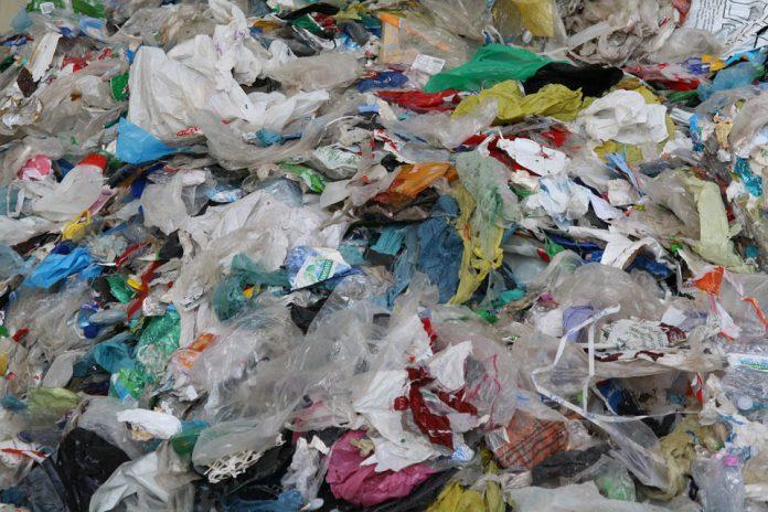 Deposito illecito di rifiuti scoperto in agro di Manduria