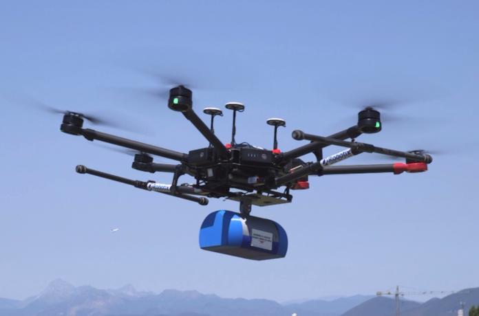 Drone trasporta droga e cellulari all'interno del carcere di Taranto. Cade