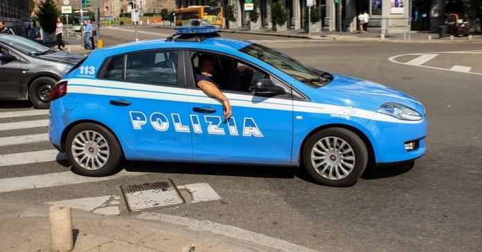 Auto in fiamme a Taranto le immagini di videosorveglianza lo incastrano