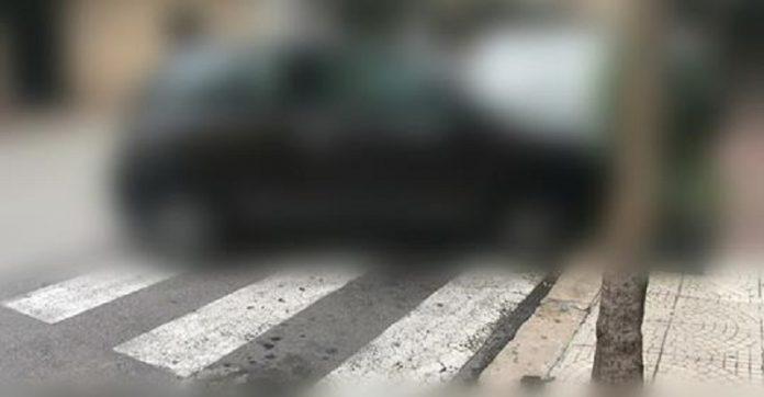 Auto investe donna a Taranto. Le strisce pedonali erano bloccate