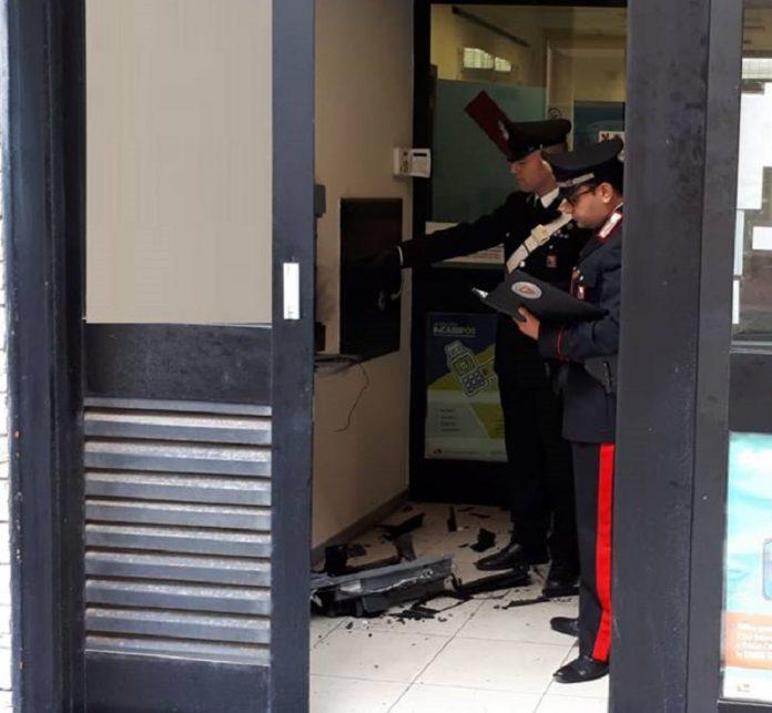 Esplosione nella notte a Mottola. Malviventi saccheggiano Bancomat