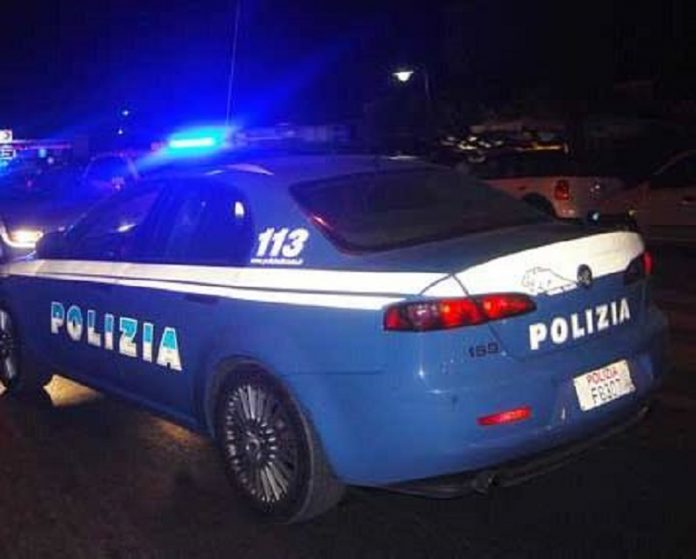 Giovane 27enne di Taranto non si ferma all'Alt e finisce contro le auto