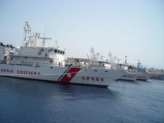 Maxi operazione della Guardia Costiera in atto a Taranto