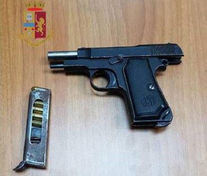 Se ne andava in giro per Taranto armato di pistola e i Falchi lo hanno bloccato