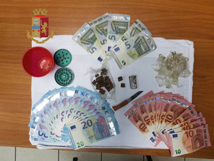 Scoperta fiorente attività di spaccio in via Deledda a Taranto