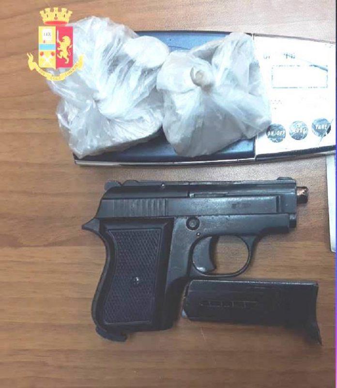 22enne di Taranto arrestato. Custodiva una pistola e della cocaina