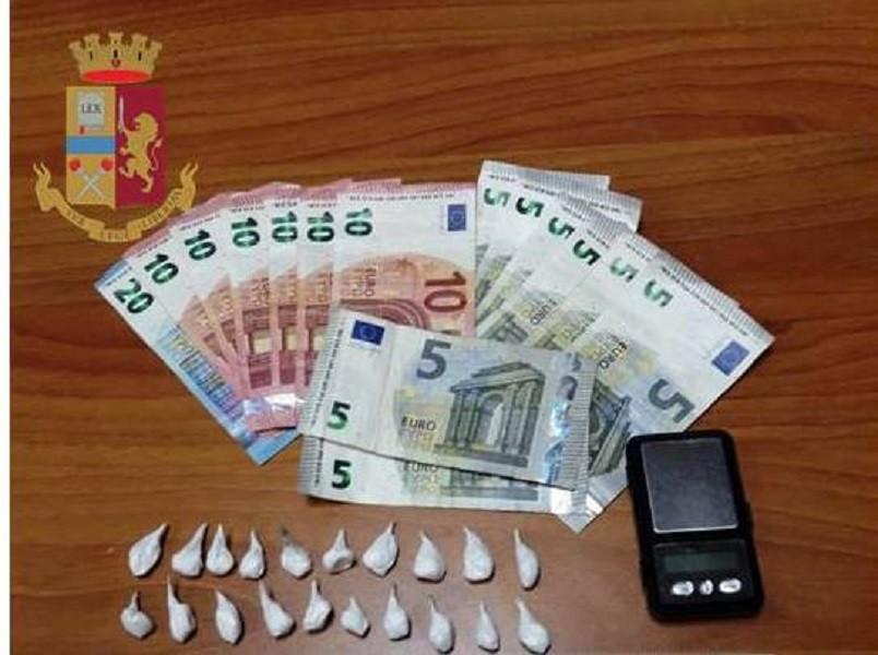 Arrestato 24enne a Taranto per spaccio di cocaina