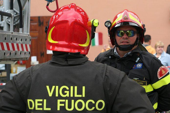 Esplosione d'avanti un'armeria a Taranto