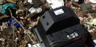Rimuovere i rifiuti dalle campagne a Sava