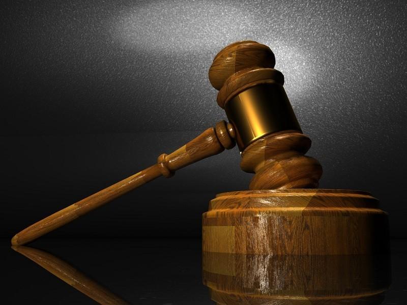 Processo a l'uomo che a Taranto lanciò la figlia dal balcone