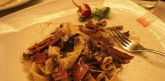 Ricetta di Monteiasi delle pappardelle con speck e funghi