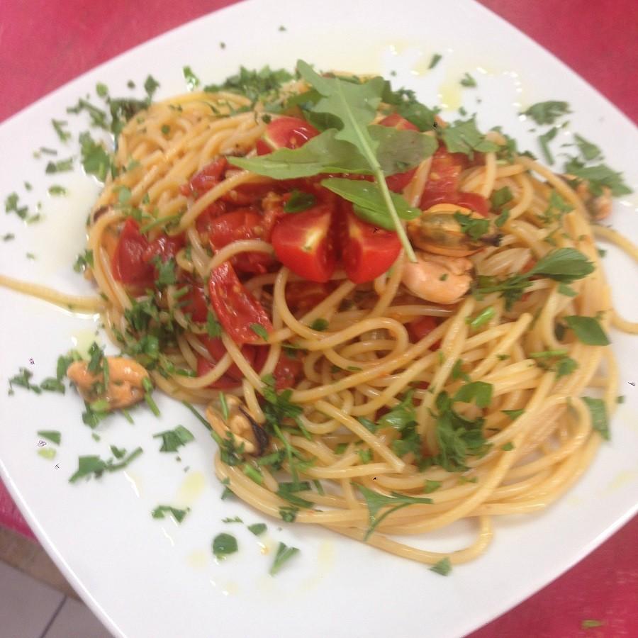 Ricetta di ginosa degli spaghetti con gamberi e pomodoro