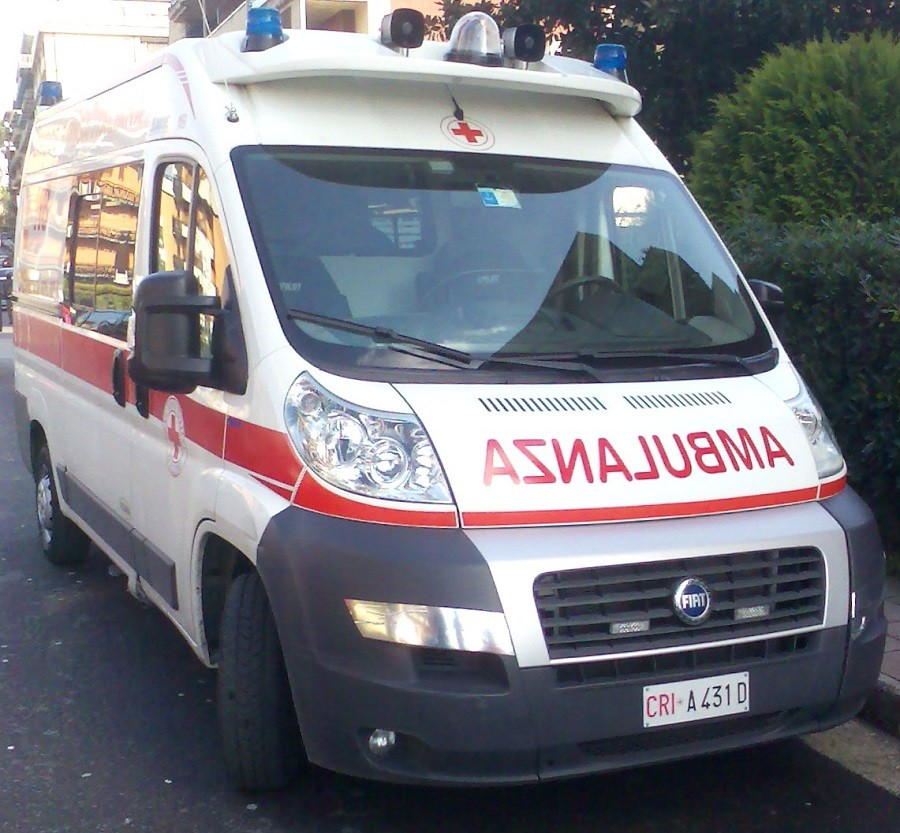 Tenta il suicidio lanciandosi dalla ringhiera di Taranto