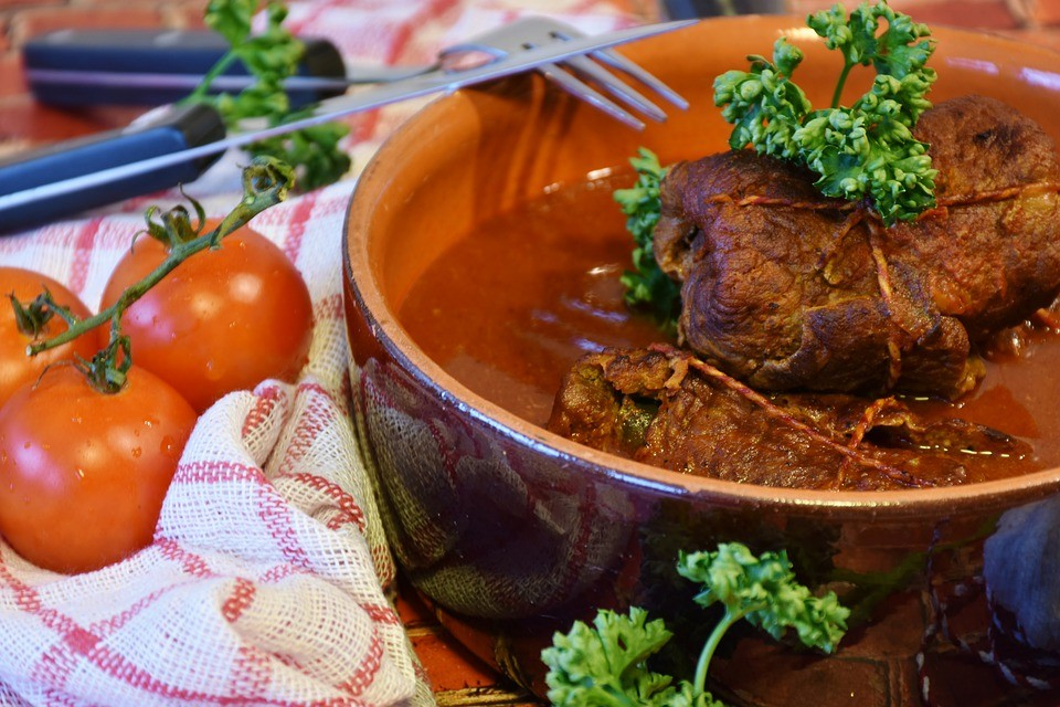 A Lizzano prepariamo la ricetta braciole al sugo pugliesi