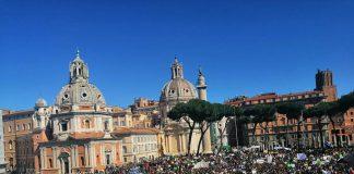 A Roma in piazza per lo sciopero per il clima anche Greta