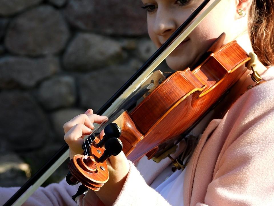 A Taranto rimosso tumore a paziente mentre suona violino