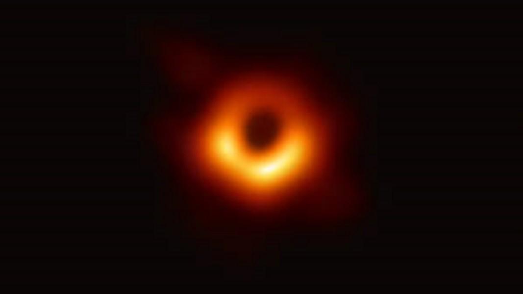 Foto di un buco nero anni luce lontano dalla terra