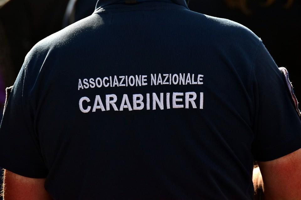 In giro per la città di Bari armato spara a Carabinieri