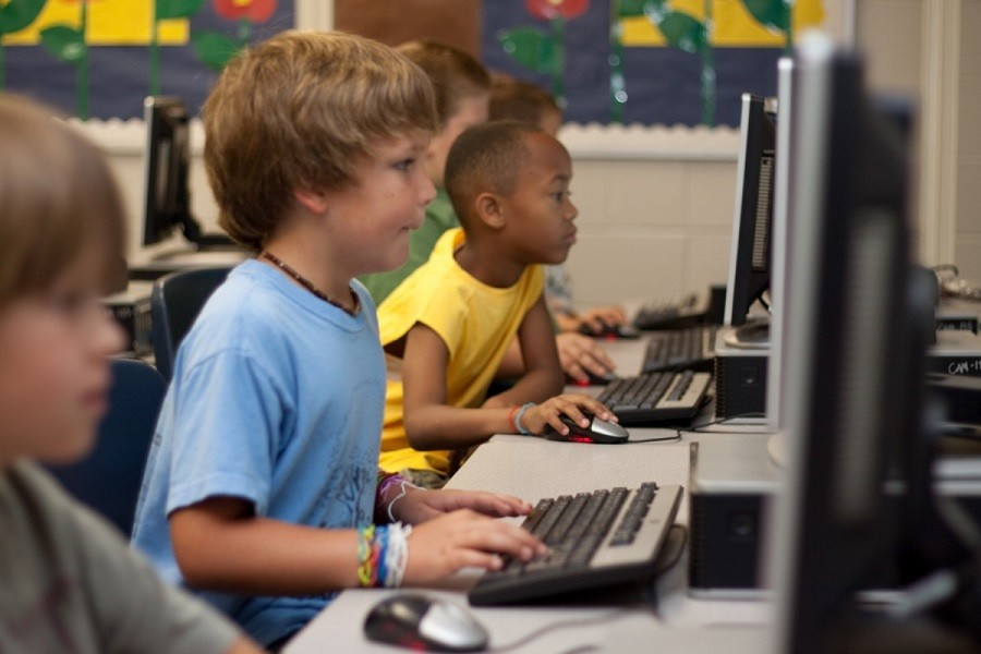 La scuola di Lizzano derubata di computer e tablet