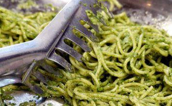 A Maruggio realizziamo la ricetta pasta e pesto di spinaci