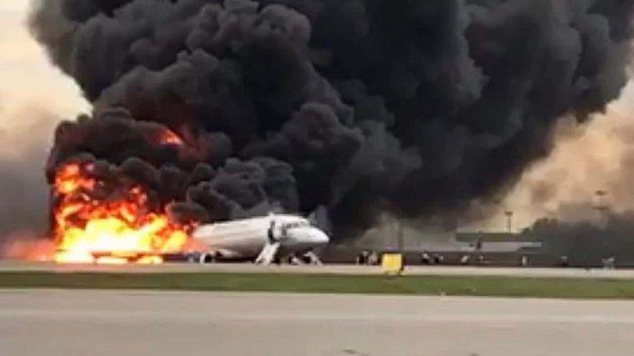 Aereo proveniente da Mosca in fiamme. Morti 41 passeggeri
