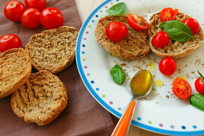 Da Crispiano ecco la ricetta friselle pugliesi al pomodoro