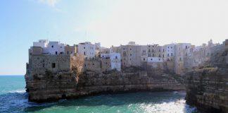 In Puglia Maruggio riceve la bandiera blu e 2 la perdono