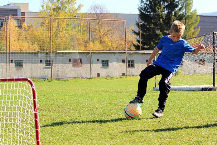 Presentato un progetto per una scuola calcio a Taranto