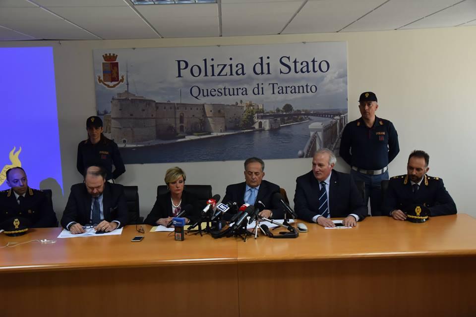 Questura di Taranto.Fermati i giovani le indagini continuano