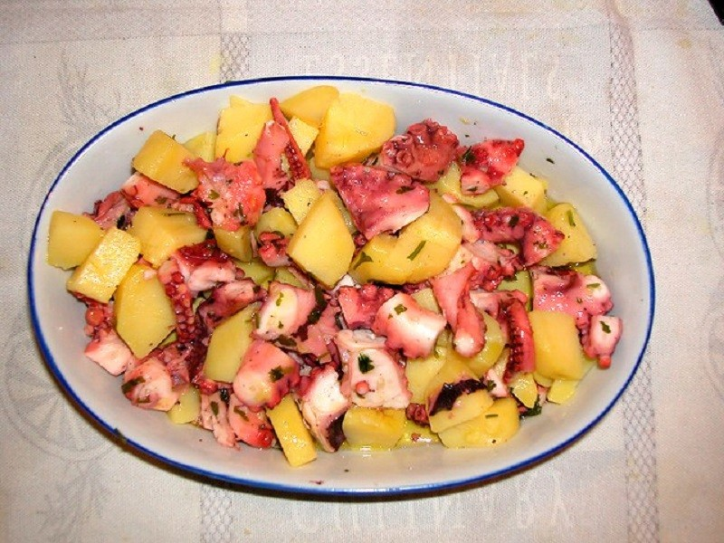 Realizziamo la ricetta dell'insalata di polpo
