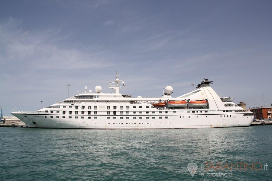 Nave da Crociera Seabourn Encore arriva a Taranto