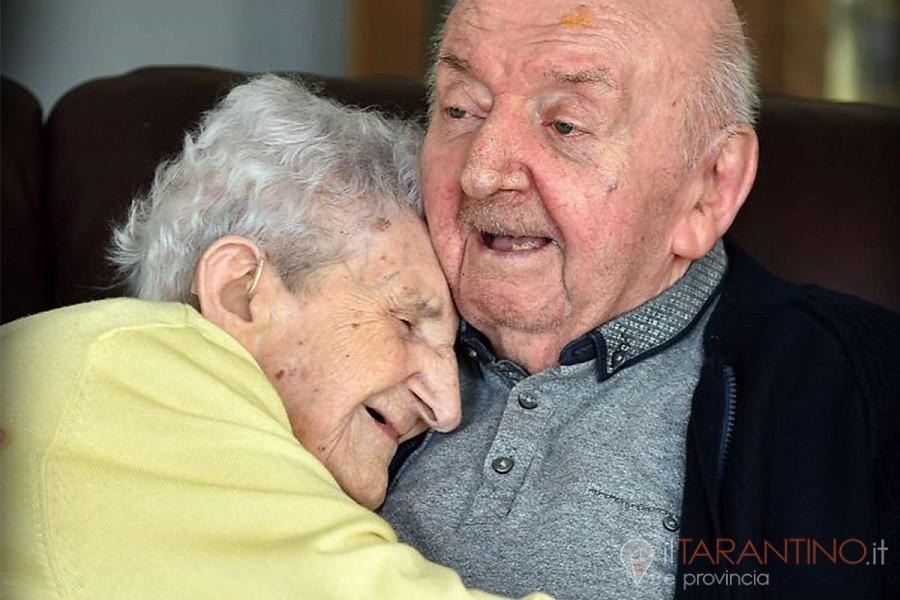 Nella Casa di Cura di Liverpool 98enne assiste il figlio