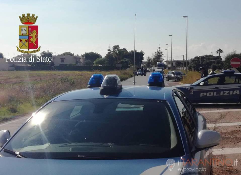 Viaggia senza patente e non si ferma a all'Alt a Taranto