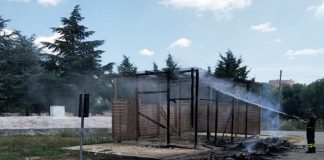 Bruciata struttura di raccolta rifiuti a Mottola