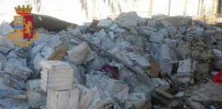 Centinaia di farmaci abbandonati in una villa a Bari