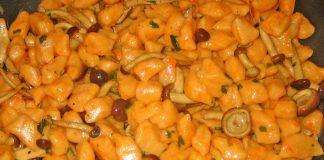 Ricetta gnocchi di zucca e patate e funghi una golosità
