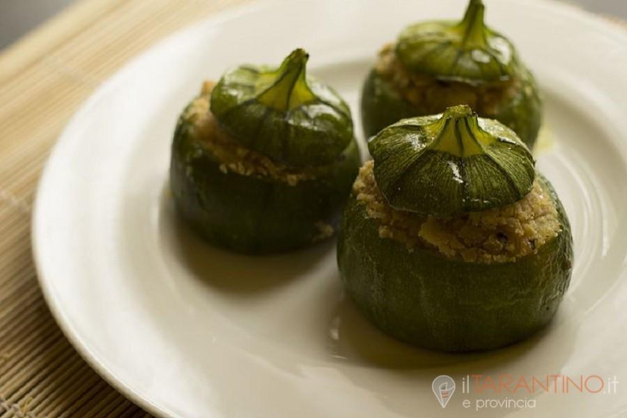 Ricetta zucchine ripiene con alici e capperi un'idea estiva