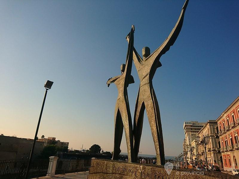 Successo dell'isola pedonale in Corso Due Mari a Taranto