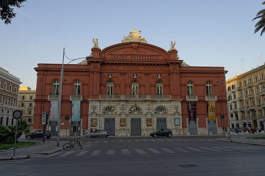 Al Teatro Petruzzelli di Bari si parla di donne