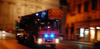 Incendio divampato in un box nel quartiere Talsano a Taranto