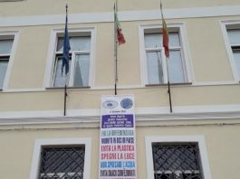 Manzoni di Lizzano. Alunni con le borracce per l'ambiente